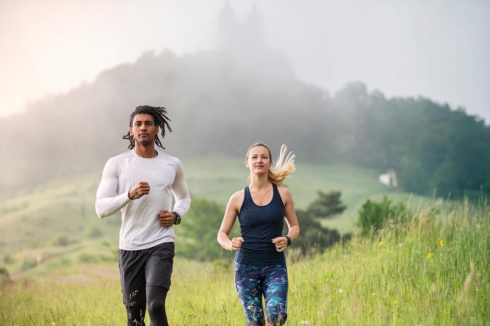 man_women_outdoor_run